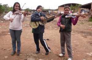 landfill harmonic-3 girls