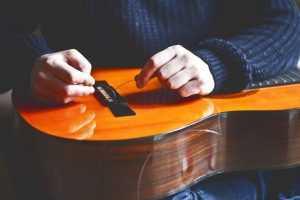 replacing guitar strings