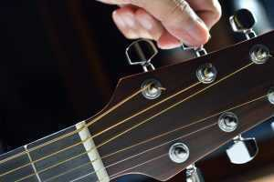 tunign guitar pegs